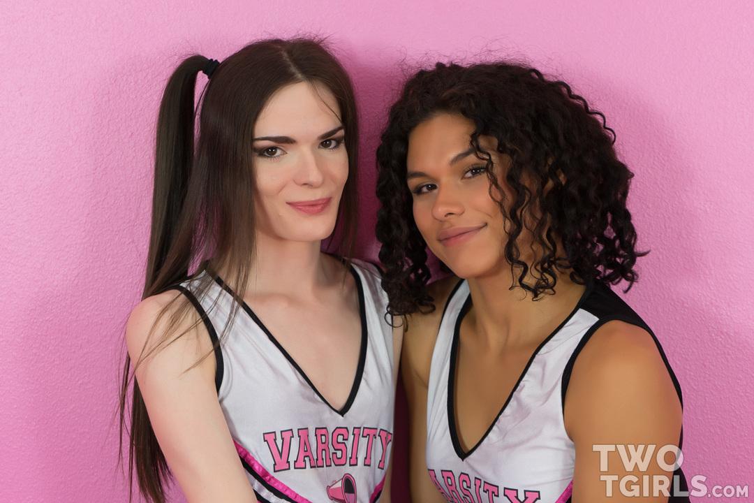 Alisia Rae and Kira Crash video