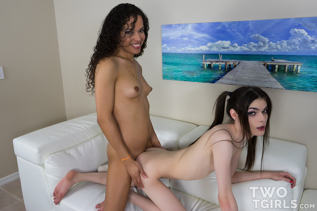 Sydney Farron and Kira Crash video