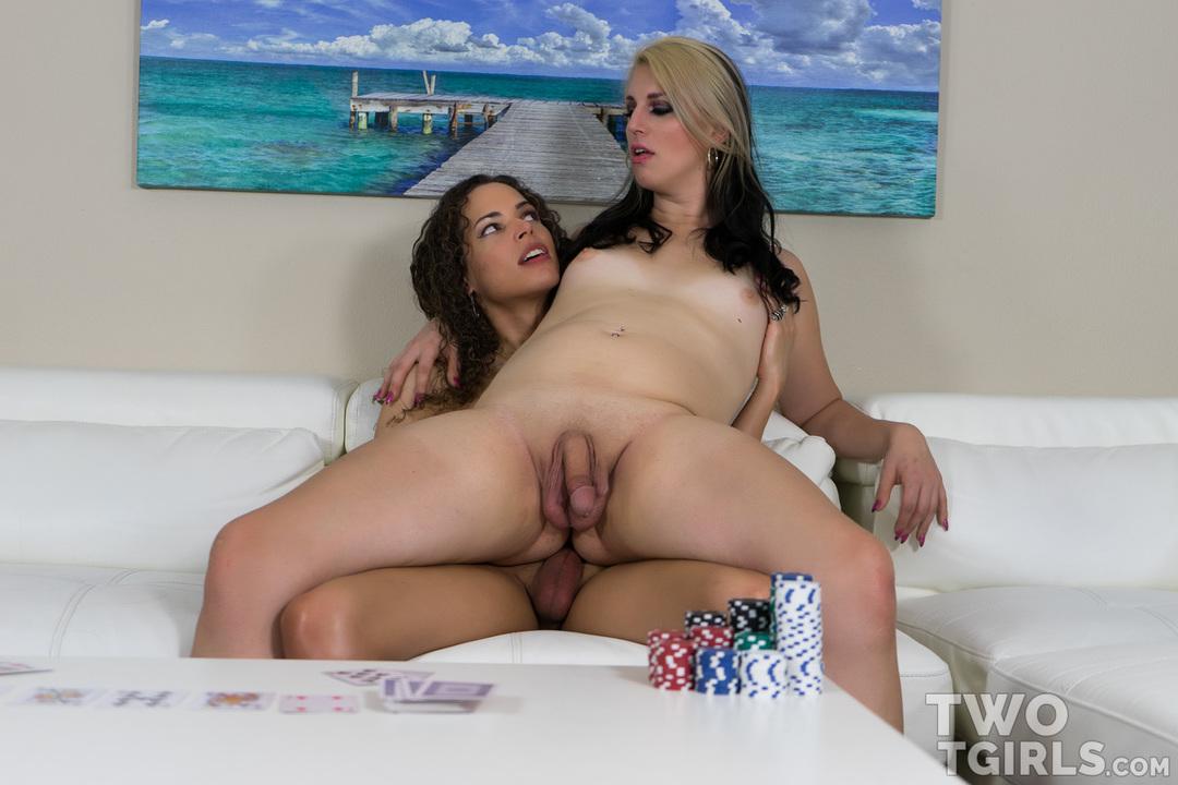 Chloe Wilcox and Sydney Farron video